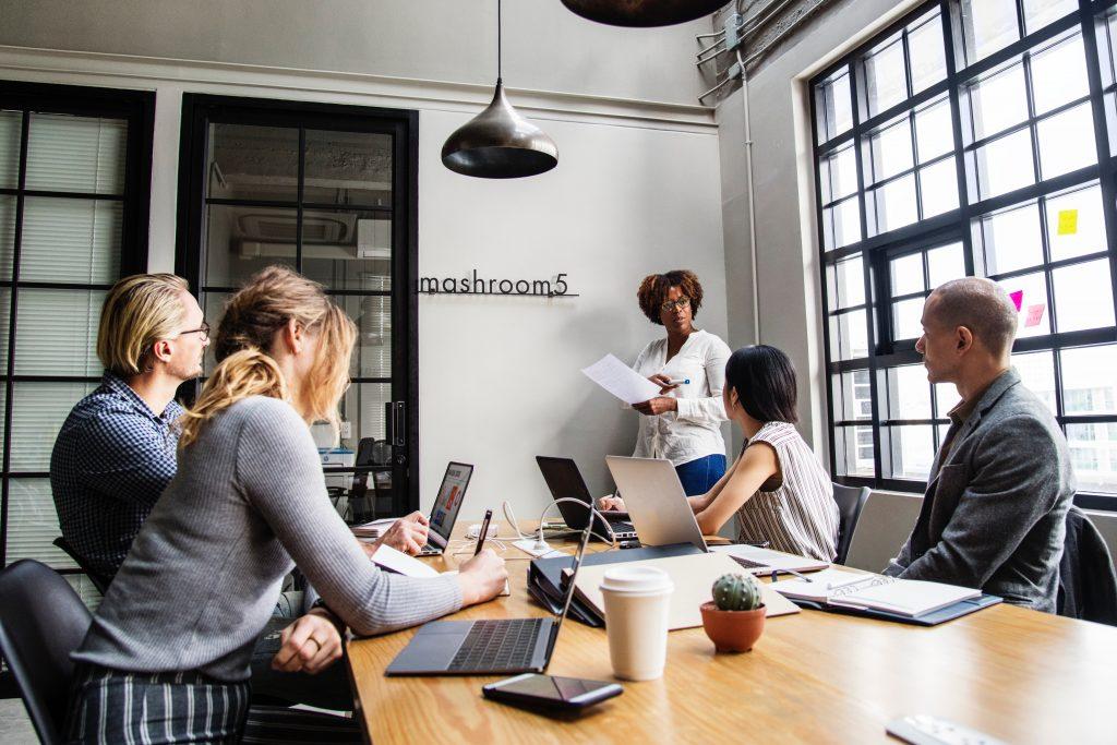 Büro einrichten Digitale Tools Büroeinrichtung Büroausstattung
